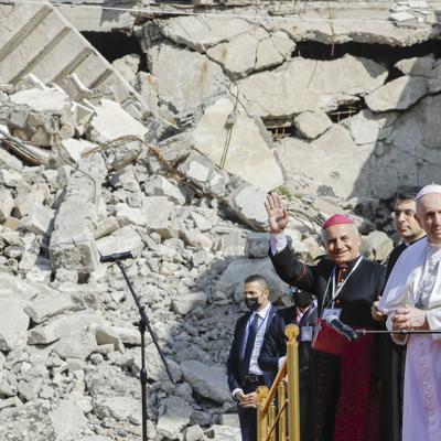 Irak: El papa pide paz entre las ruinas de iglesias en Mosul
