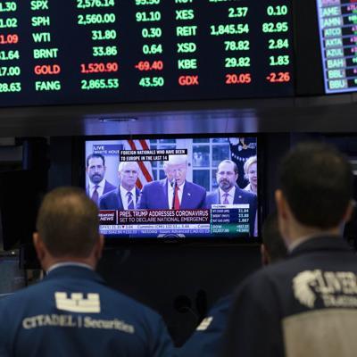 Wall Street baja para cerrar un marzo tormentoso