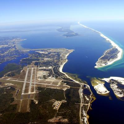 Dos muertos y 11 heridos en base naval en Florida