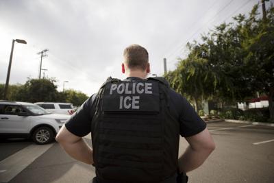 Finge ser agente del ICE y hasta participa en operativo federal