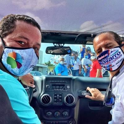 Distribuye mascarillas en la ruta del chinchorreo en Guaynabo