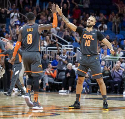 Guiado por Fournier, Magic saca apretado triunfo a Warriors
