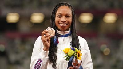 Allyson Felix cierra su carrera deportiva con un récord olímpico