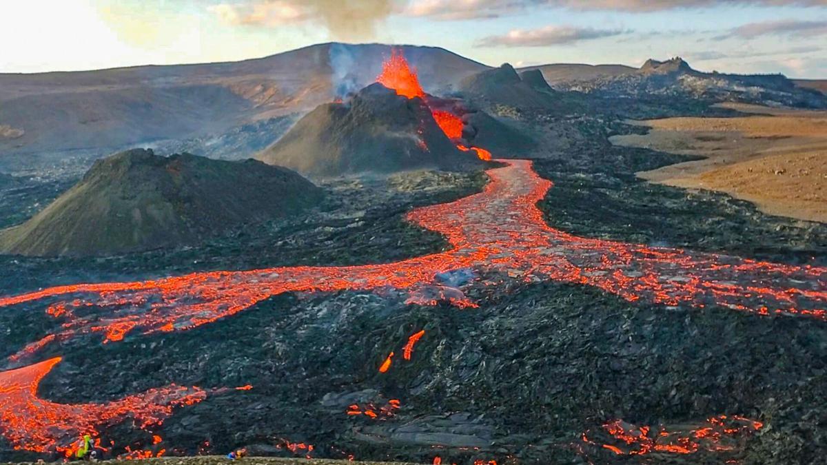 Vista aérea del volcán en Islandia 10