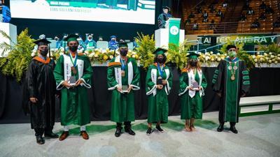 Trece estudiantes se gradúan con promedio perfecto en el RUM