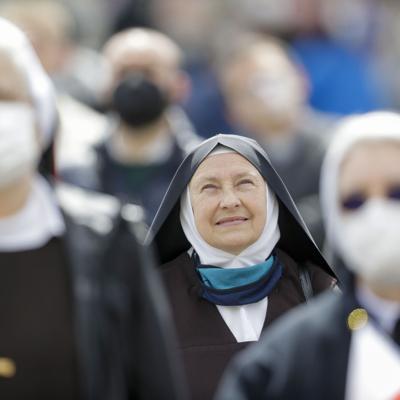 El papa Francisco reaparece en público