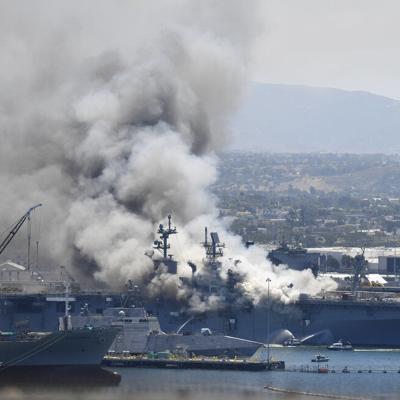 Se reportan heridos al incendiarse buque militar en San Diego