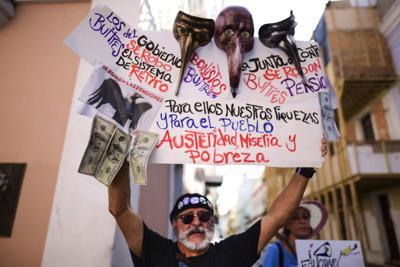 Día de protestas y sombrillas en La Fortaleza