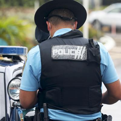 Alcalde de Ceiba firma acuerdo colaborativo con la Policía