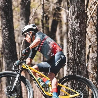 Georwill Pérez pedalea hacia el podio en Estados Unidos