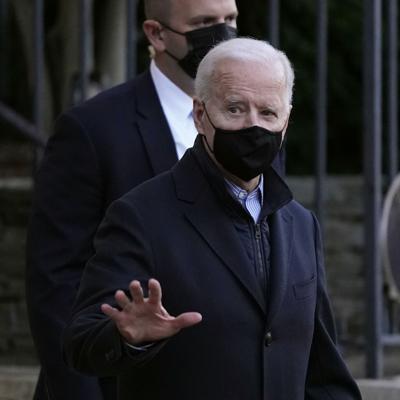 Biden emite orden para promover el acceso al voto