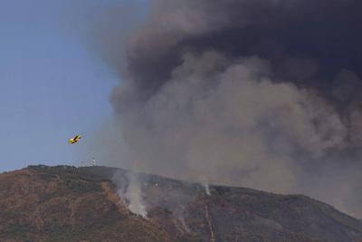 Refuerzan con soldados el combate a incendio en España