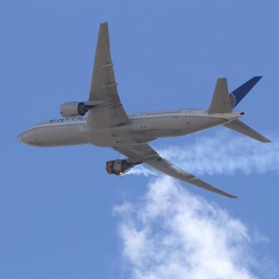 Estados Unidos mantiene aviones en tierra tras accidente en Colorado