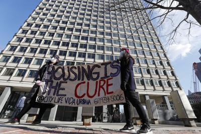 Juez de Estados Unidos deroga moratoria de los CDC a los desahucios