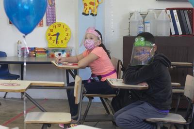 Salud exhorta a usar mascarillas durante las compras sin IVU