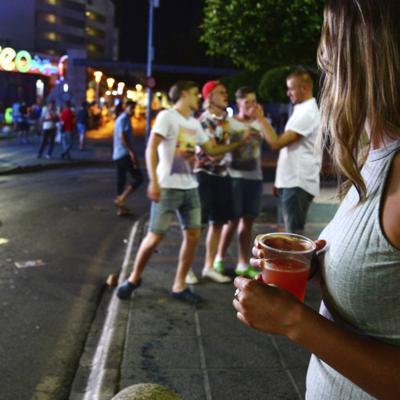 Islas Baleares ordenan cierre de bares