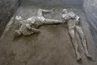 Encuentran restos de hombre y su esclavo en Pompeya