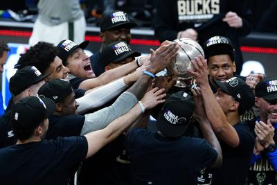 Los Bucks regresan a la final de la NBA por primera vez desde 1974