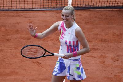 Kvitova domina para avanzar a semis en Francia