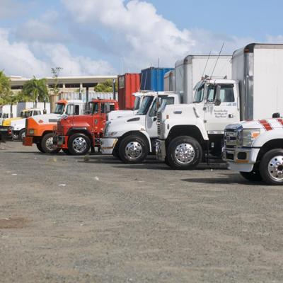 Medio centenar de camiones a la espera de papeletas