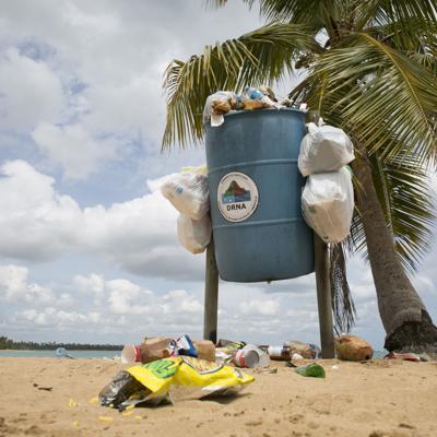 Recursos Naturales exhorta a disfrutar de las playas sin arrojar basura al celebrar la Noche de San Juan