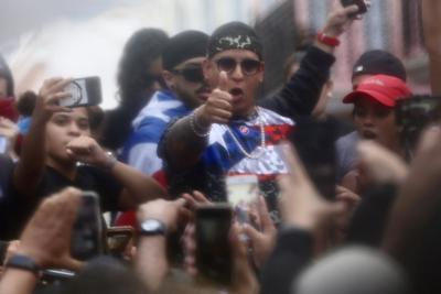 Se une Daddy Yankee a la protesta