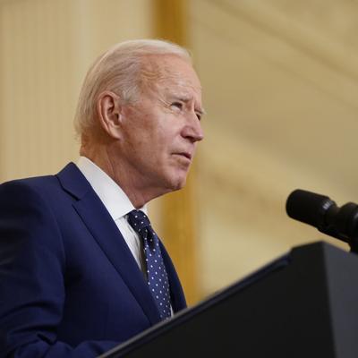 Biden acelera admisión de refugiados, pero no sube su número