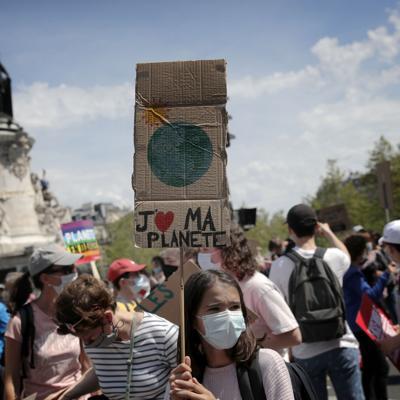 Francia: Miles exigen más medidas contra cambio climático