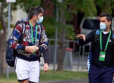 Tenistas en cuarentena tratan de entrenar en Australia