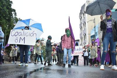 Organización feminista realiza protesta en Santurce