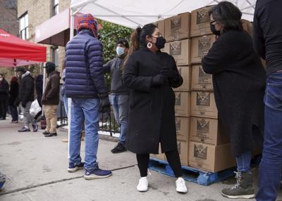 Se queda sin trabajo por covid, pero ayuda a los demás en NY