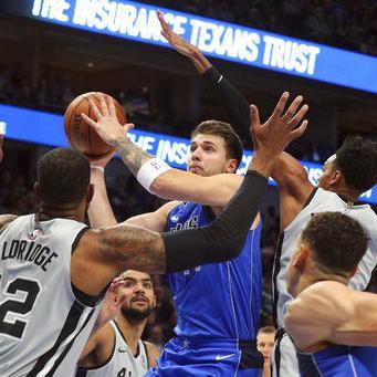 Doncic brilla con 42 puntos; Mavs vencen a Spurs