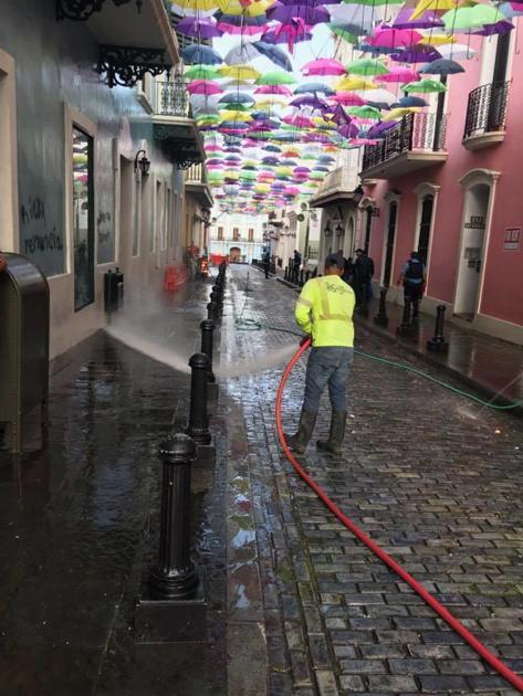 Municipio limpia e instala adoquines en el Viejo San Juan