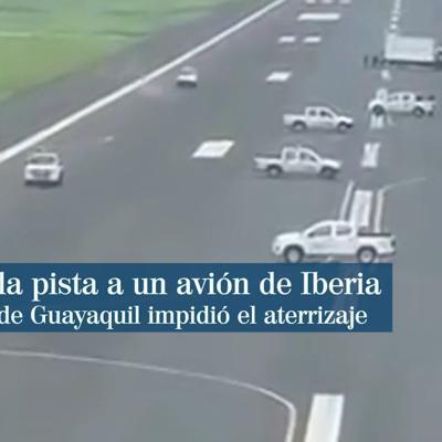 Vehículos atravesados en la pista impiden el aterrizaje de un avión de Iberia en Guayaquil, Ecuador