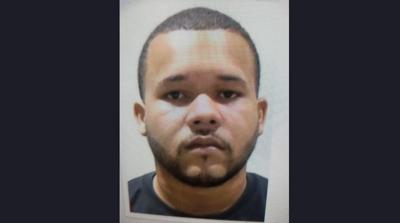 El Departamento de Justicia solicita colaboración para encontrar a un hombre imputado de asesinato