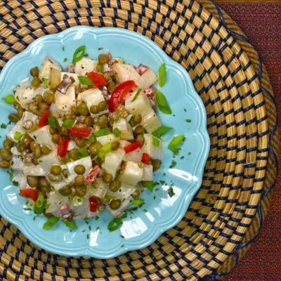 Prepara una ensalada de papas con gandules para las fiestas