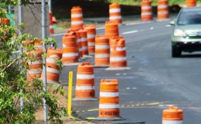 Deslizamiento de terreno obliga a cierre de carretera en Aguada