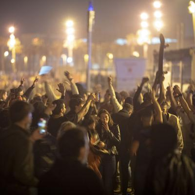 Fiestas callejeras en España por el fin del estado de alarma
