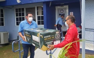 Donan unidades de aire a condicionado a cuartel en Levittown