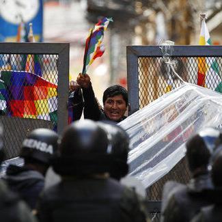 Senadora boliviana reclama la presidencia en clima incierto