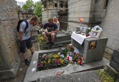 Fanáticos marcan el 50mo aniversario de la muerte de Jim Morrison