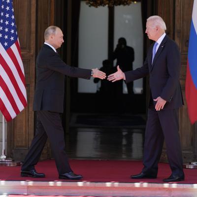 Biden y Putin solo hablaron de negocios en la cumbre; sin abrazos ni críticas