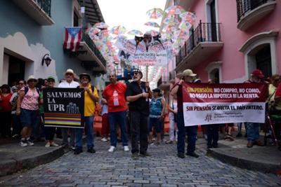 Jubilados de la UPR defienden su sistema de retiro ante la gobernadora