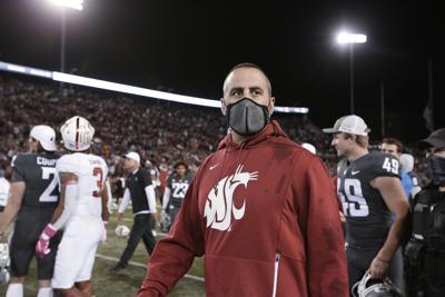 Un equipo de fútbol americano universitario despide a su entrenador por no vacunarse