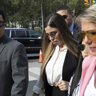 """Esposa de """"El Chapo"""" pasa en celda 22 horas al día"""