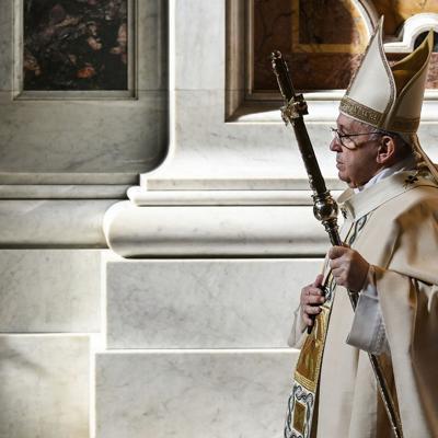 Libro del papa fustiga a los escépticos del Covid-19