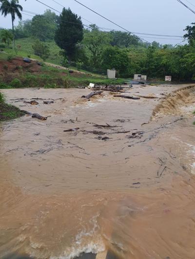 Advierten peligrosas condiciones en zona rural de Carolina