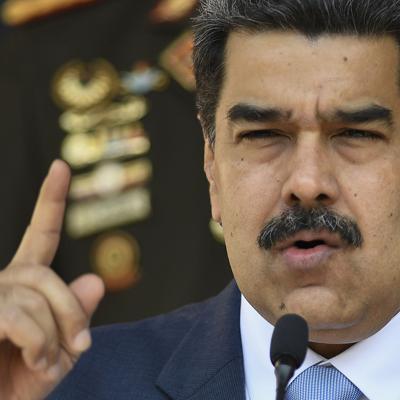 Llega a Venezuela el primero de 5 barcos cisterna iraníes