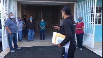 Adjuntas entrega donativo para reparación de acueducto comunitario