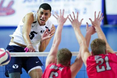 Reconocen tres voleibolistas boricuas a nivel colegial